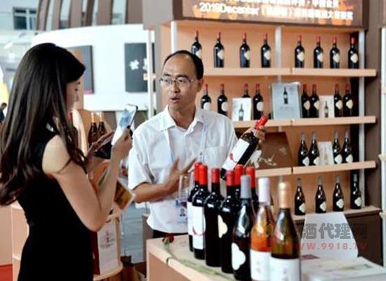 贺兰山东麓的葡萄酒参加中阿博览会