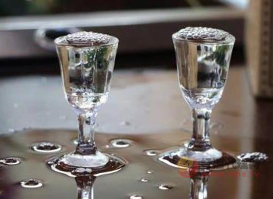 白酒的头酒中酒和尾酒分别是什么意思