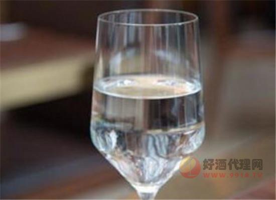 如何選擇中高端白酒品牌