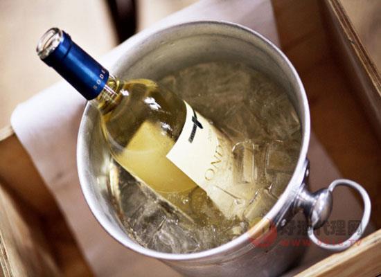 白葡萄酒怎么喝更解暑?