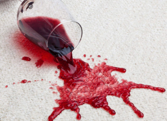 白衬衫沾上红酒渍难打理?八个小妙招教你轻松去除红酒渍