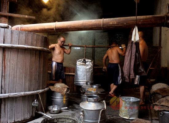 中秋将至,各大酒企控量保价,农村烧酒作坊该怎么做?