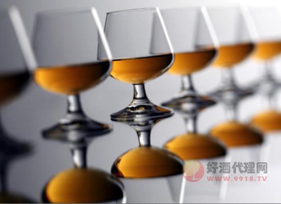 苹果蒸馏酒五步法,简单的蒸馏苹果酒的酿制方法了解一下