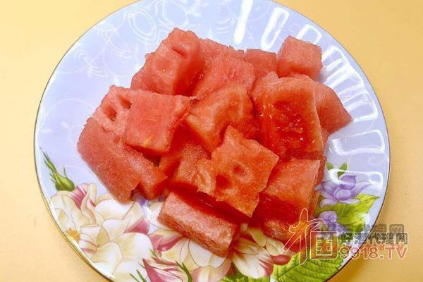 海棠果酒的制作方法之:西瓜切丁