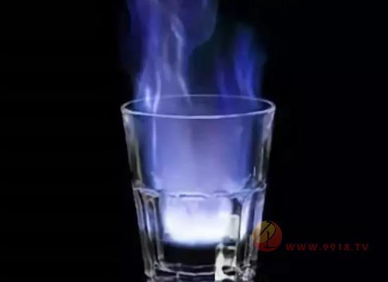 """给酒点把火做成""""裸体酒"""" 好酒鉴别新姿势你get了吗?"""