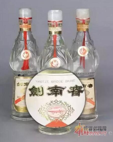 """70年代出口型""""长江大桥牌""""剑南春"""