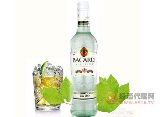 70度以上烈性朗姆酒怎么喝?沿着杯壁加冰很带感!