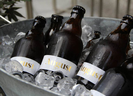 啤酒为什么不用塑料瓶装?塑料和玻璃装啤酒有哪些区别?