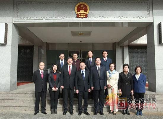 汾酒拜访中国驻日大使馆