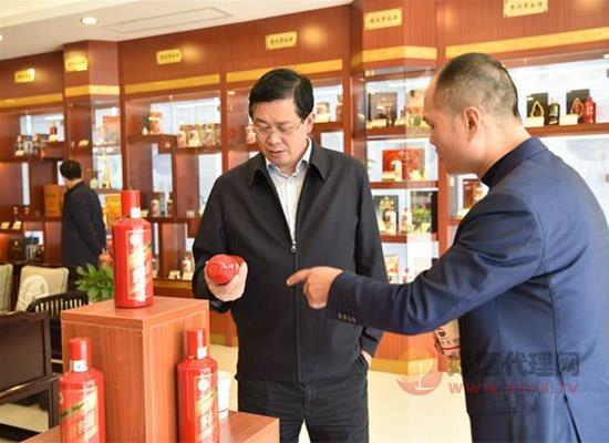 杨建军:保证茅台酒市场,要做到价格稳、市场稳、供需稳