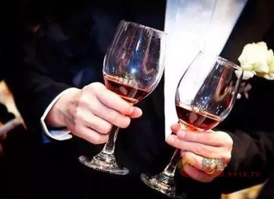 酒桌上有哪些必知的礼仪,了解酒场规矩从敬酒开始