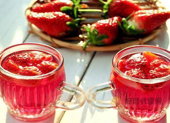 如何自制草莓酒 四步教你制作女生最爱的草莓酒