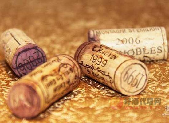 葡萄酒酒塞鼓起一截,这样的红酒还能喝吗?