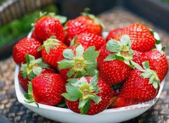 自己做的草莓酒发苦?教你自制草莓酒的正确方法