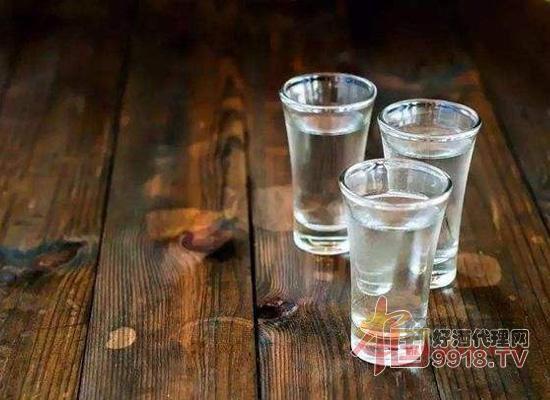 一杯白酒相当于多少啤酒