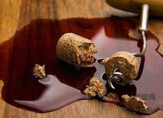 如何判断红酒被木塞污染,被污染的葡萄酒还能喝吗