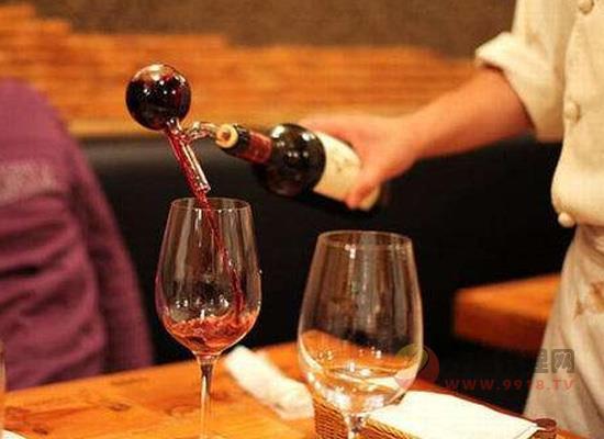 为什么喝完红酒舌头发黑,难道我喝了劣质的红酒?