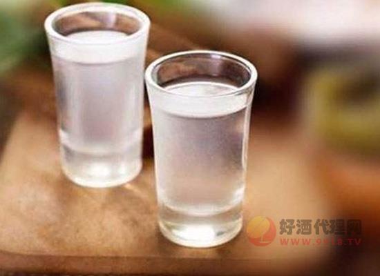 白酒里有沉淀物还能喝吗,什么原因导致白酒的沉淀