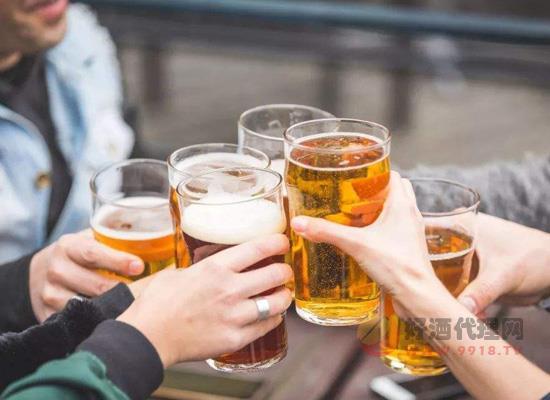 你知道喝混酒为什么容易醉吗