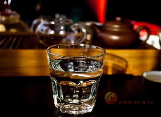 喝酒喝多少才算微醺,每次喝多少才不會傷身體呢?