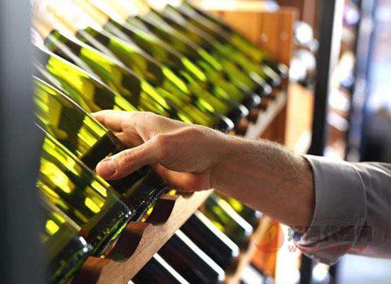 白葡萄酒好还是红的好?红白葡萄酒的四点差异