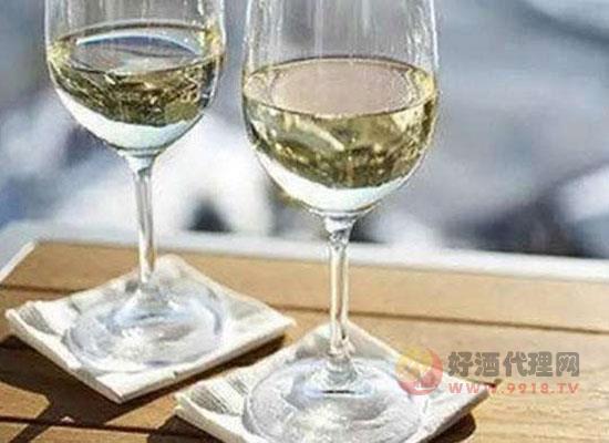 夏季喝什么酒對身體好?葡萄酒清淡啤酒解暑