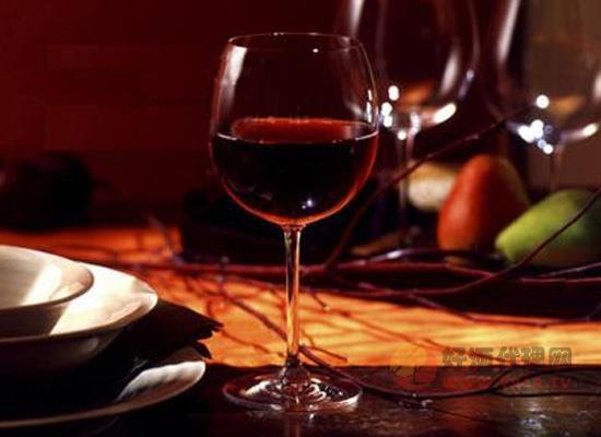 常见的喝红酒的误区,你错了几个?