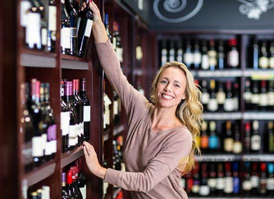 在超市买葡萄酒应该怎么买?五大方法教你淘到好酒
