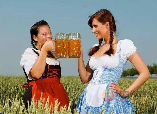 女人喝啤酒有什么好处,这五大功效每个女生都该知道