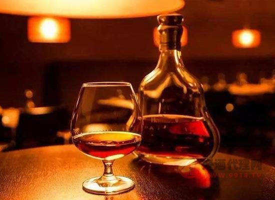 白蘭地保質期是多少年,適量喝白蘭地有好處