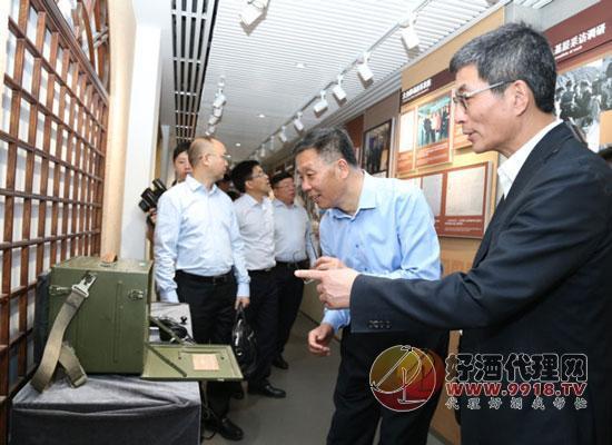 茅台董事长李保芳一行拜访参观新华通讯社