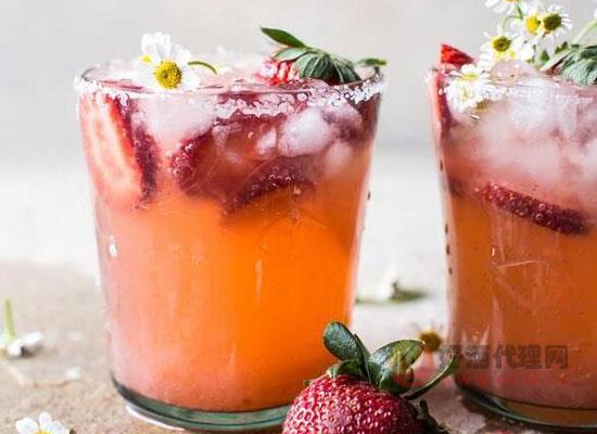 草莓洋甘菊鸡尾酒怎么调,教你做解暑草莓鸡尾酒