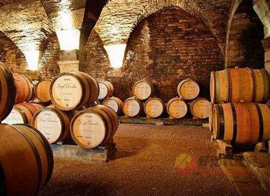 為什么葡萄酒要經橡木桶儲存,橡木桶儲存有什么好處