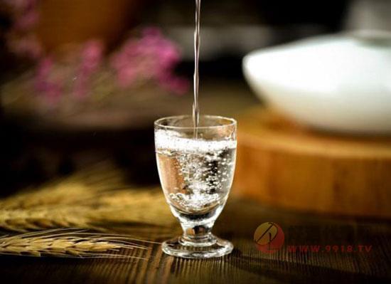 """可口可乐踏入酒精市场,中国白酒开始""""混饮""""布局"""