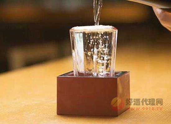 吃了感冒藥可以喝酒么 吃感冒藥后多久能喝酒