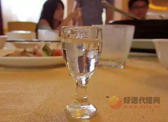 吃海帶的時候可不可以喝白酒 吃海帶喝酒會怎么樣