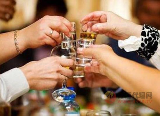 高端白酒为什么比低端白酒价格贵,区别体现在哪些方面