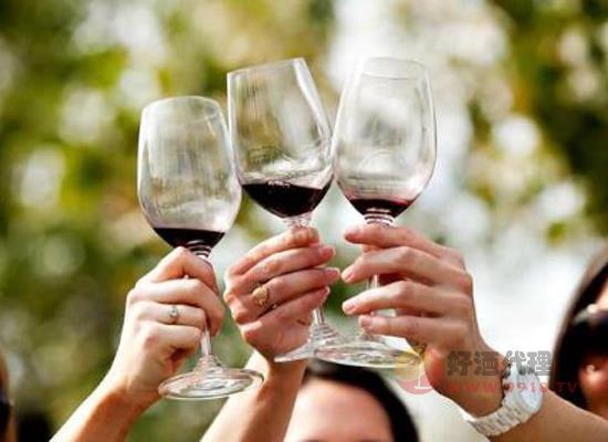 变质后的葡萄酒还有什么用,变质的红酒如何处理
