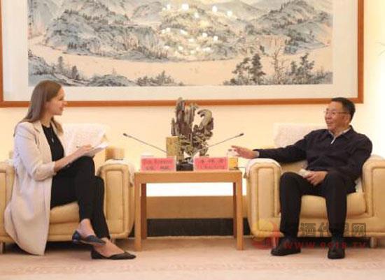 李保芳接受俄羅斯塔斯社專訪