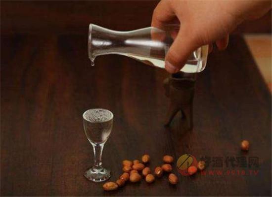 血糖高的人能喝白酒嗎,白酒對血糖有影響嗎