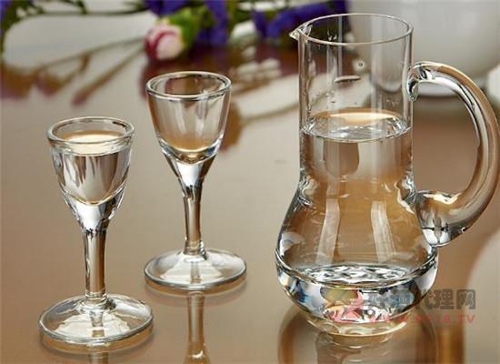 上海人应酬时喝什么白酒,上海人喝白酒时有什么规矩