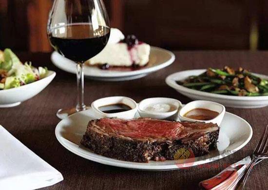 葡萄酒怎么搭配美食,葡萄酒的搭配原則和建議