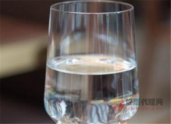 白酒口感与温度有关,那么白酒较适宜的饮用温度是多少