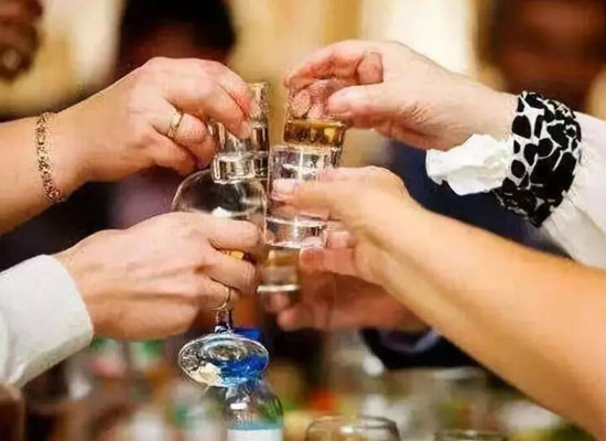 酒在工作中能起到什么作用,酒的八大社会功能