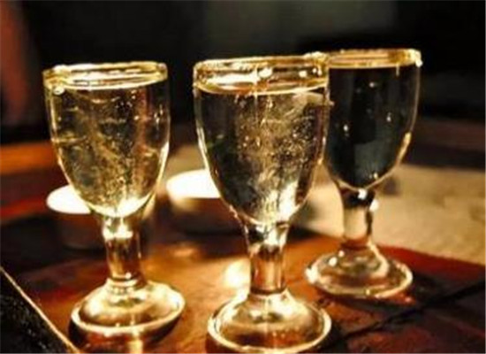 酒精酒到底能不能喝,人喝了食用酒精酒會有害嗎