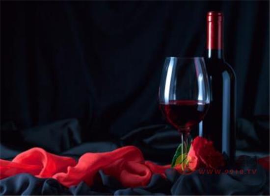 不喝的红酒还有什么用处,红酒在生活中的小妙用