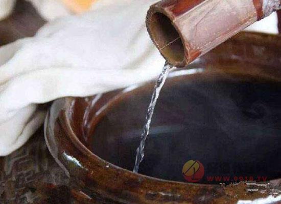 濃香型大曲酒的釀造工藝流程及特點