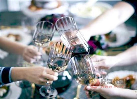 女性喝红酒可以变得更聪明吗,每天喝多少葡萄酒为宜