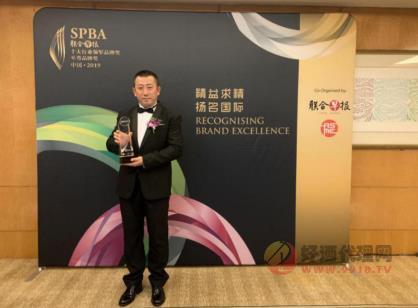 青島啤酒榮膺新加坡SPBA金字品牌,中國十大行業領軍品牌