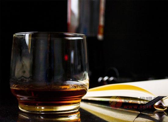 为什么众多威士忌都是棕色的,其颜色到底从何而来